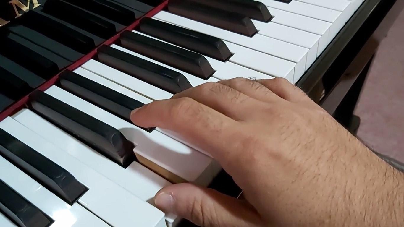 اولین گام در نواختن پیانو